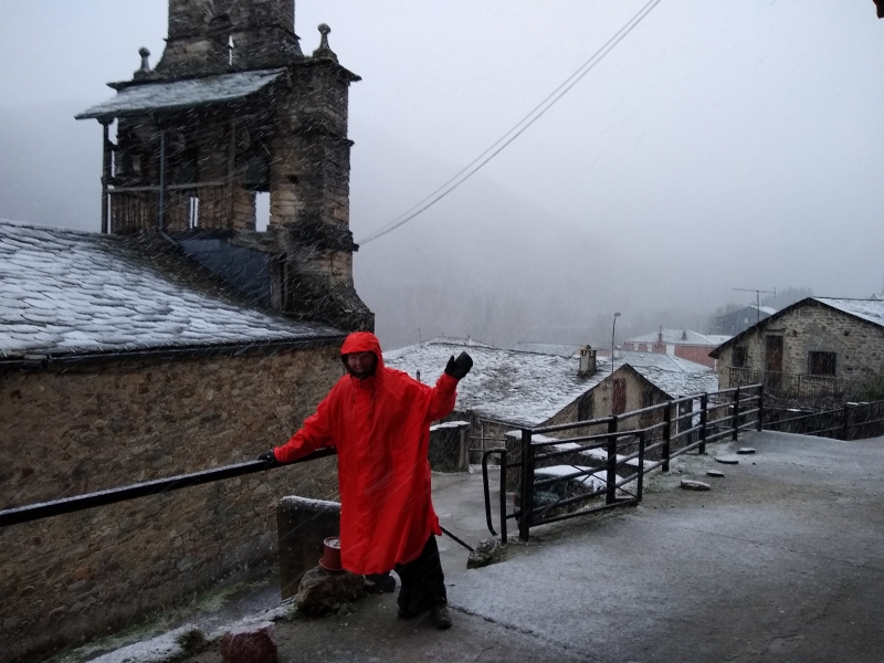 sharon bamber in winter weather 1000 miles walking & painting the way of st james